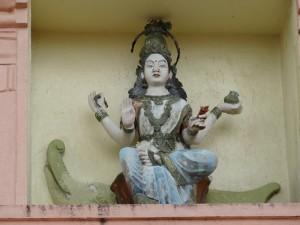 Une statut qui représente une divinité